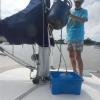 Jean-Claude (der schon lange auf seinem Schiff in St. Laurent wohnt) besorgt uns eine große Gasflasche und bringt seinen Adapter mit, so können wir günstig und einfach alle unseren Gasflaschen wieder auffüllen