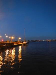 Warten auf das Kommade zur Nachtdurchfahrt durch Amsterdam