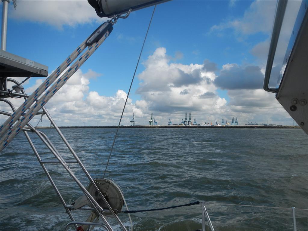 Zeebrugge quer ab.