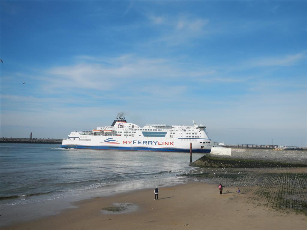 Die Hafeneinfahrt in Calais