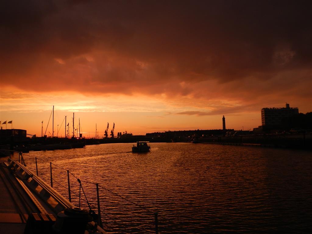 Morgens um 6 in Calais vor der Brücke.