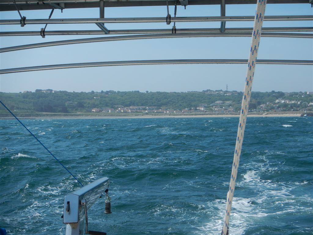 Abschied von Alderney. Auf Bildern sieht das Meer immer ganz zahm aus, da kann man sich nicht vorstellen, wie unruhig es wirklich war
