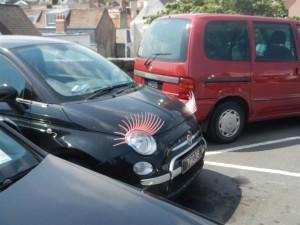 Ob das Auto wohl einem Mann oder einer Frau gehört?!