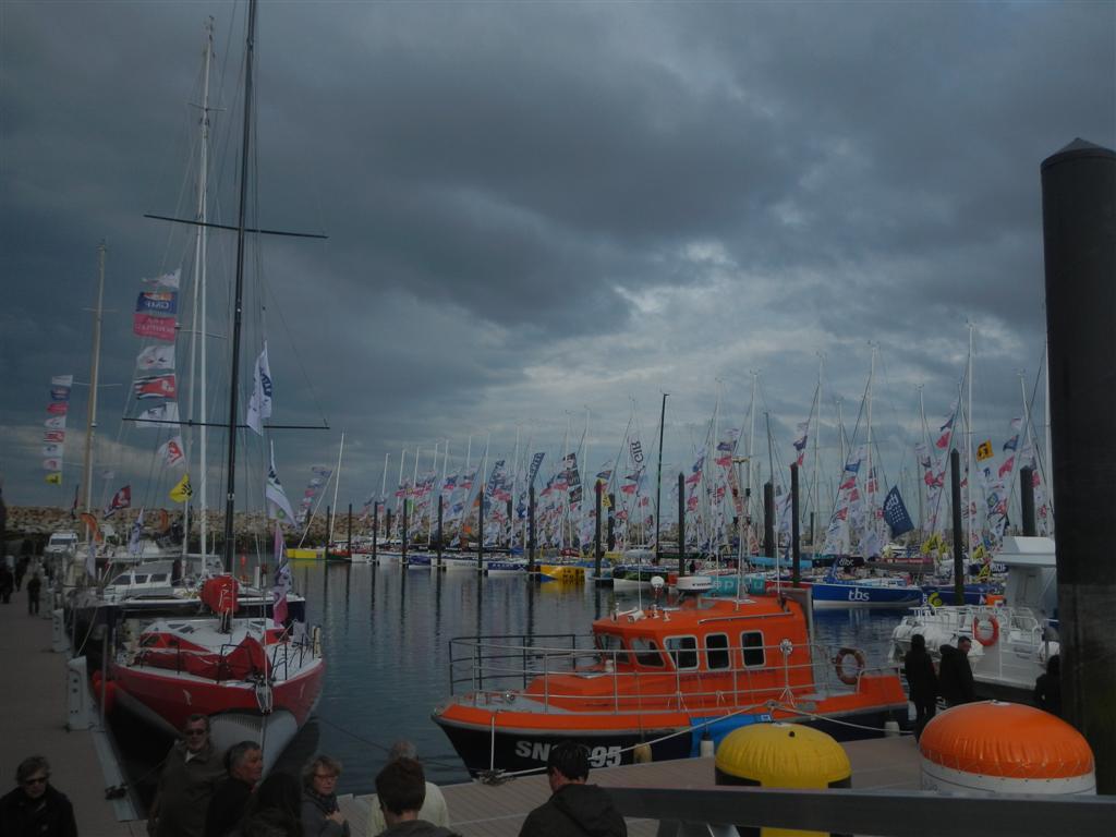 Hafen von Roscoff mit allen Regatta-Schiffen.