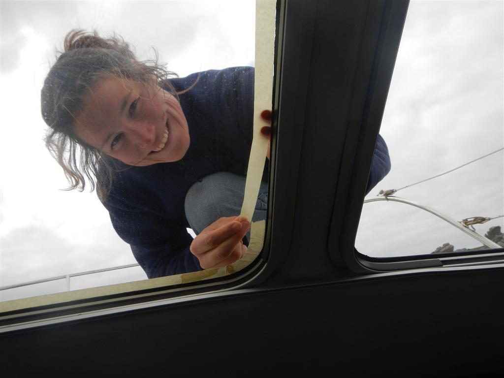 Fenster abkleben bevor abgedichtet werden kann.