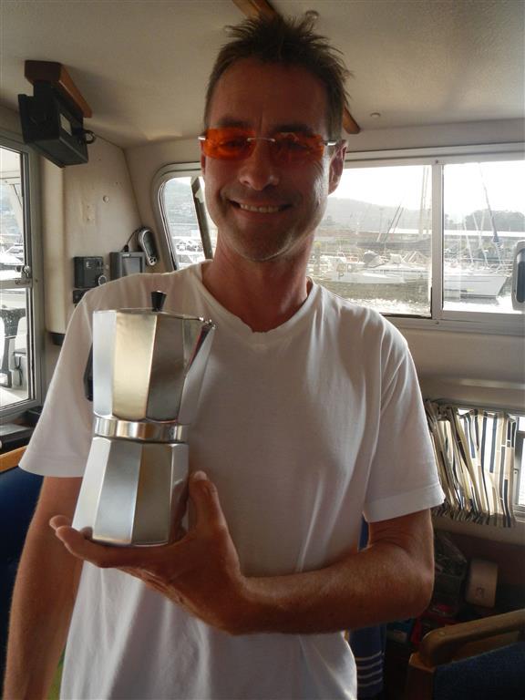 Unsere neue Espressomaschine. Zwar trinkt nur Sven Kaffee, aber trotzdem war ihm die 4-Tassen-Maschine zu klein, jetzt können wir bis zu 12 Tassen Espresso kochen.