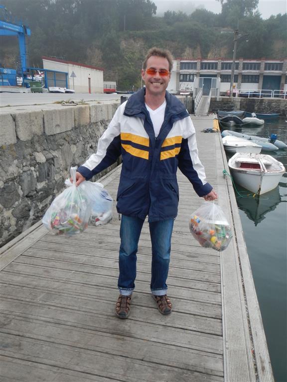 Das sind die regelmäßigen Augaben eines Yachties: Müll entsorgen!