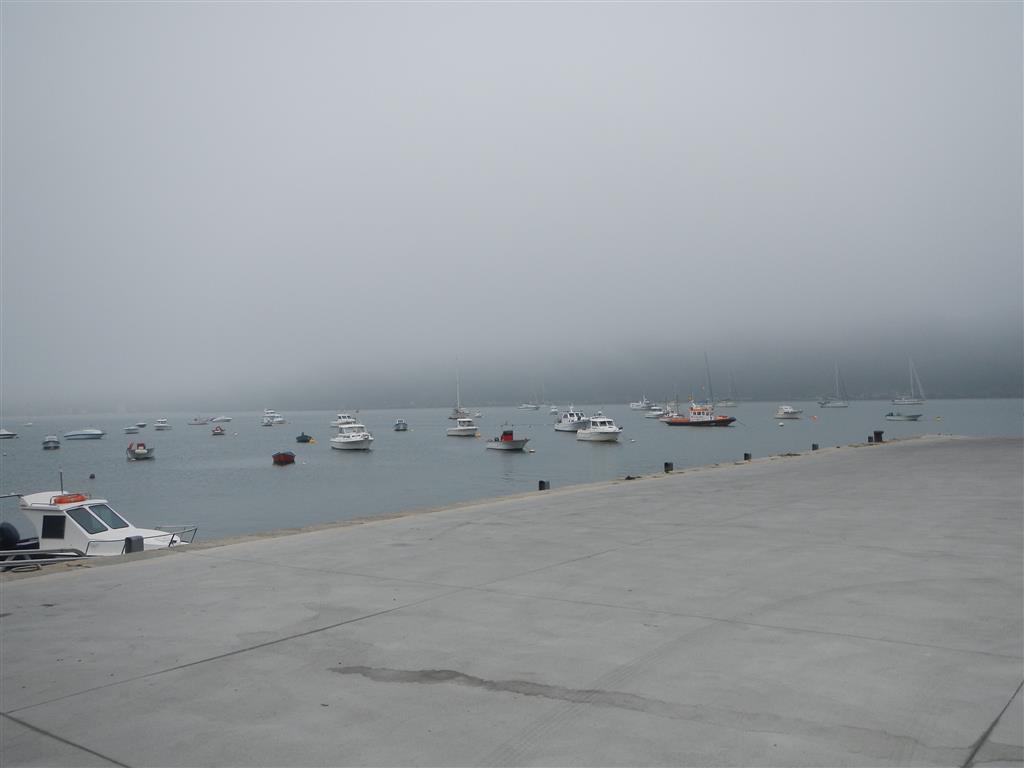 Die Bucht von Cedeira bei Nebel. Wer Felix findet, darf sich freuen (das kennt ihr ja schon!)