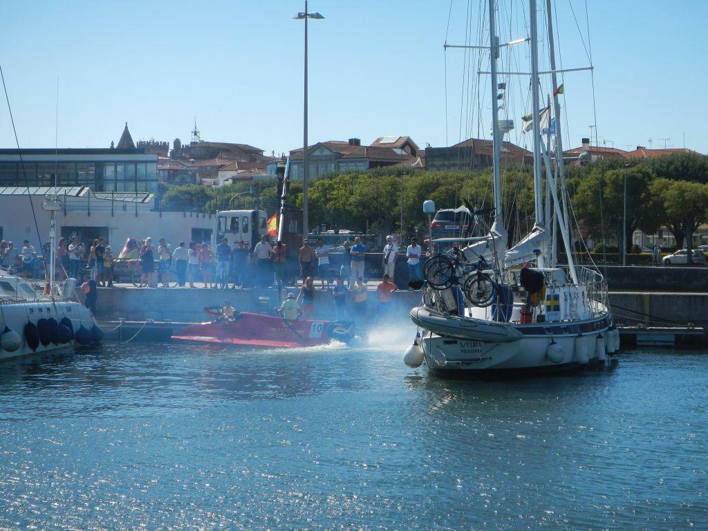 Speedbootaction im Hafen