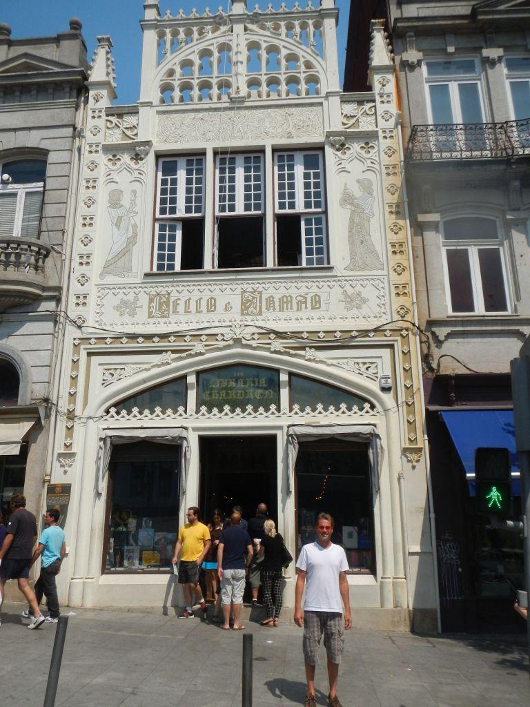 """Die """"Livraria Lello e Irmão"""", eine der schönsten Bibliotheken in Portugal, sie ist von 1906. Leider durfte man keine Innenaufnahmen machen."""