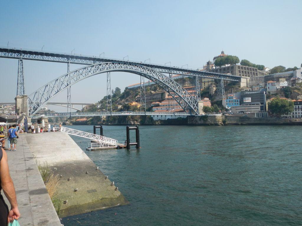 Diese Brücke führt nach Porto über den Rio Douro