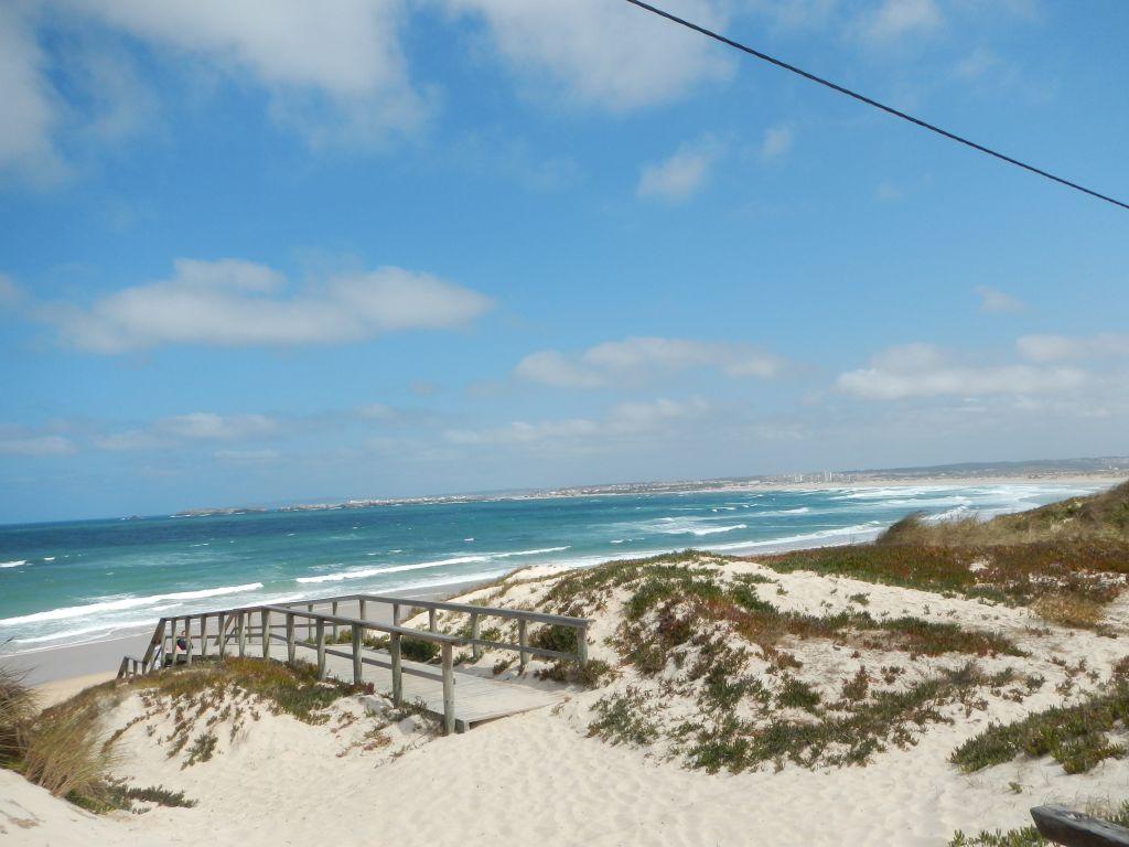Der Strand in Peniche, hier sind die ganzen Kite-Surfer.