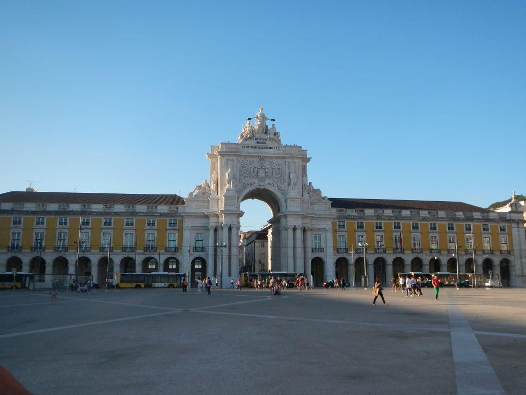 """Auf dem """"Praca do Comercio"""", das ist der Eingang in die Fußgängerzone."""