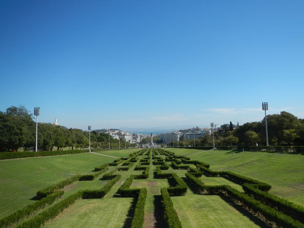 Blick über die Stadt auf den Rio Tejo.