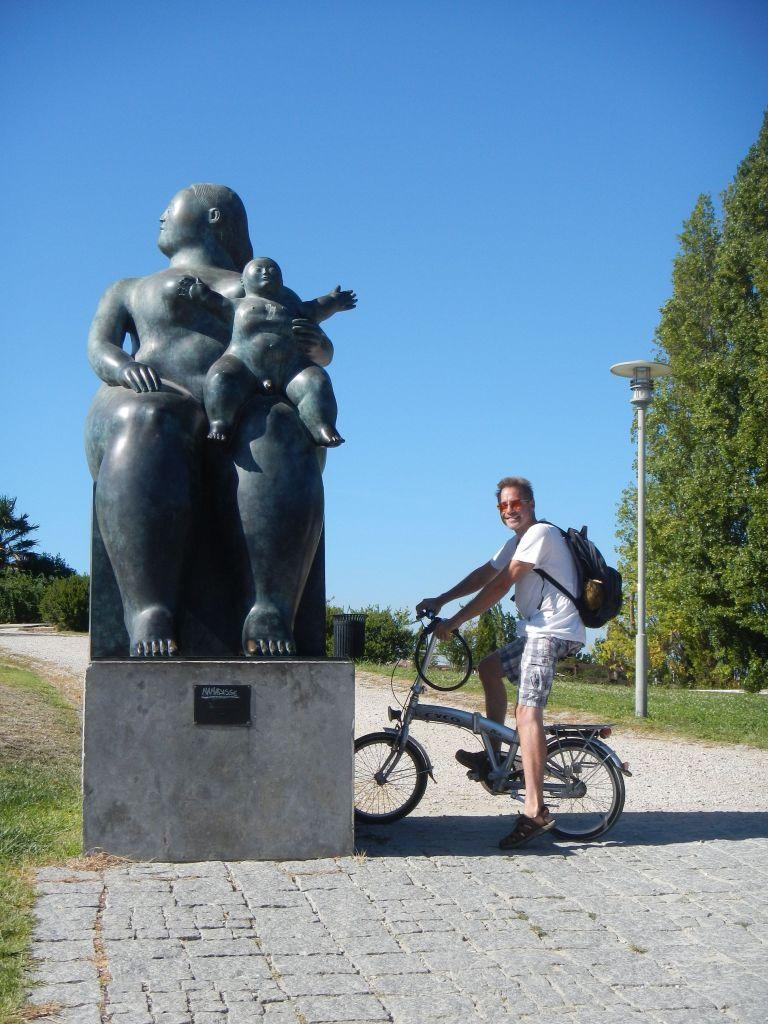 Überall sind Skulpturen und Statuen zu finden.