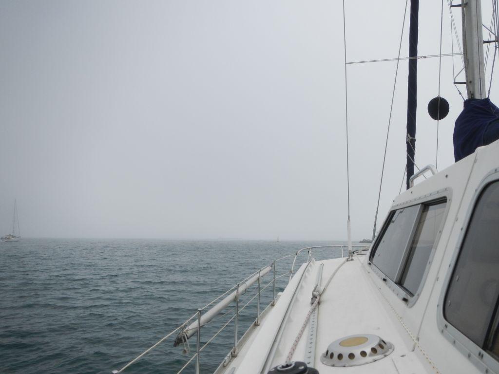 Nebel in der Bucht von Cascais.