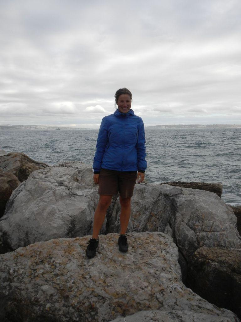 Am Wellenbrecher vor der Marina Oeiras.