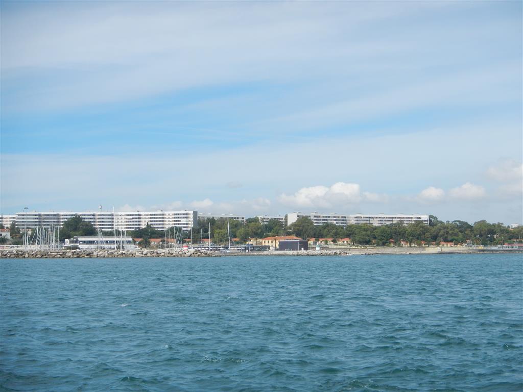 Kurz nach der Abfahrt bei LIssabon, Blick auf die Oeiras Marina.
