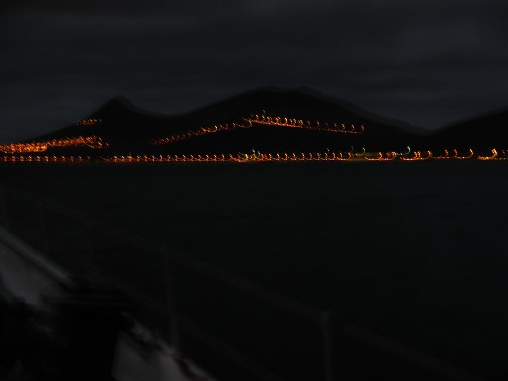 Porto Santo am frühen Morgen kurz vor unsere Ankunft. Auf dem schwankenden Schiff ist es nicht so einfach ein scharfes Bildes bei Nacht hinzubekommen.