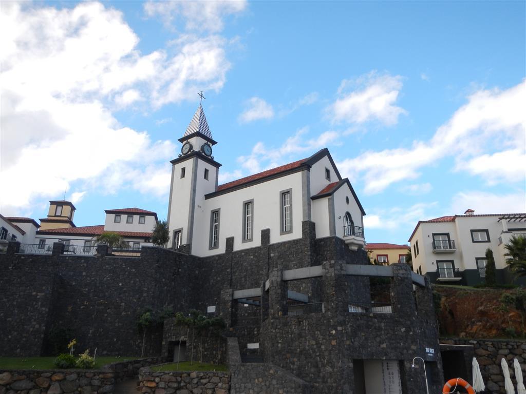 Eine Kirche im Resort.