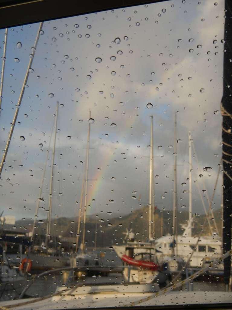 Das Bild ist noch im Hafen von Madeira entstanden, kurz vor unserer Abfahrt nach Teneriffa. Stumböen, Flaute, Regen und Sonnenschein, es war alles dabei.