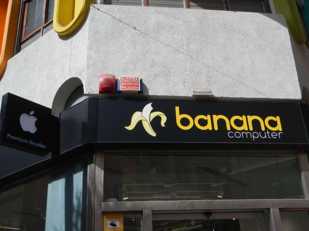 apple-store mit angebissener Banane.