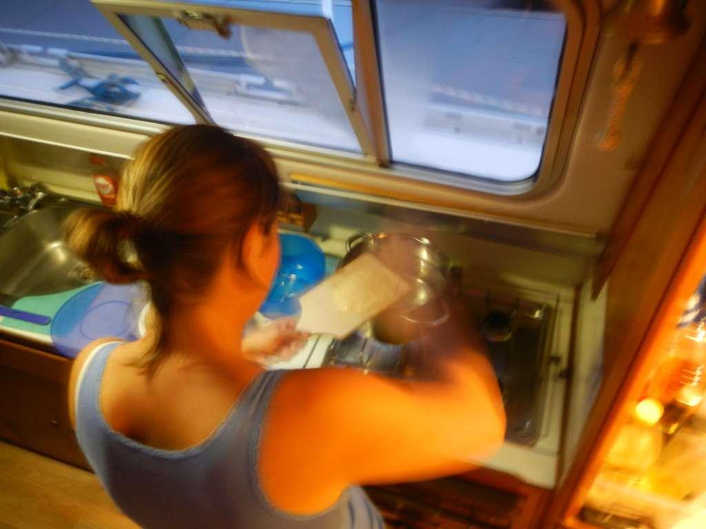 Es gibt zum ersten Mal an Bord selbstgeschabte Spätzle!