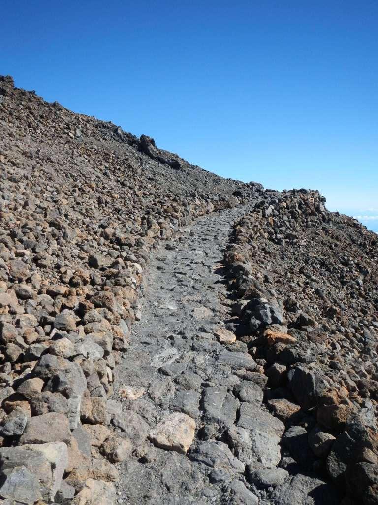 Die Wanderwege auf dem Teide sind toll gemacht.