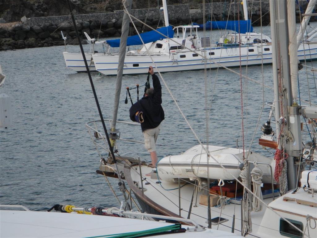 Auf einem amerikanischen Schiff hatte doch tatsächlich jemand einen Dudelsack dabei und hat uns abends immer ein Ständchen gespielt.