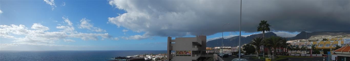Blick über Los Gigantes, manchmal sehen die Wolken hier richtig bedrohlich aus, aber es regnet meistens dann doch nicht.