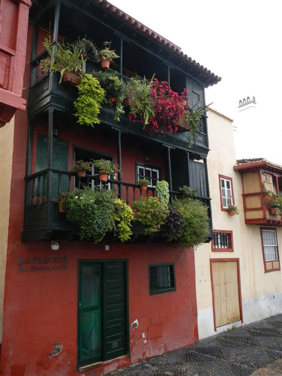 Typische Balkone auf den Kanaren.