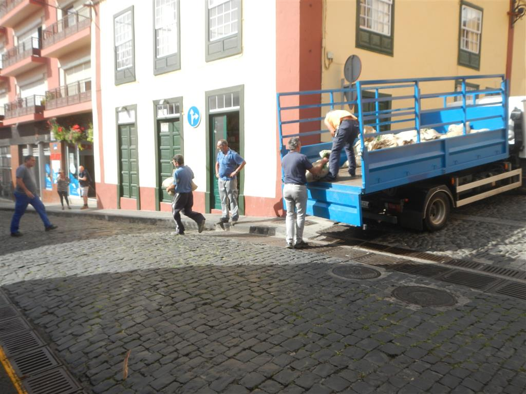 In der Stadt wurden Sandsäcke ausgebracht.