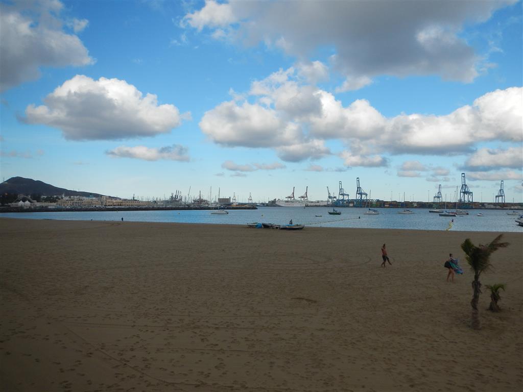 Der Ankerplatz direkt hinter der Marina in Las Palmas.