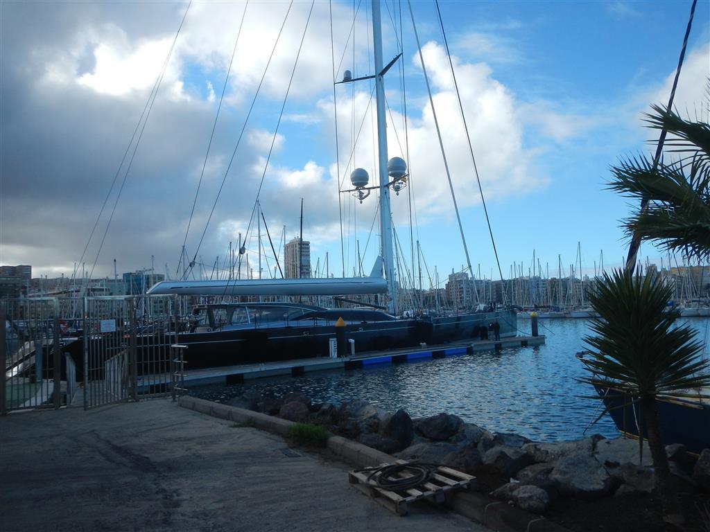 """Die """"Ganesha"""" am Steg im Hafen von Las Palmas de Gran Canaria."""