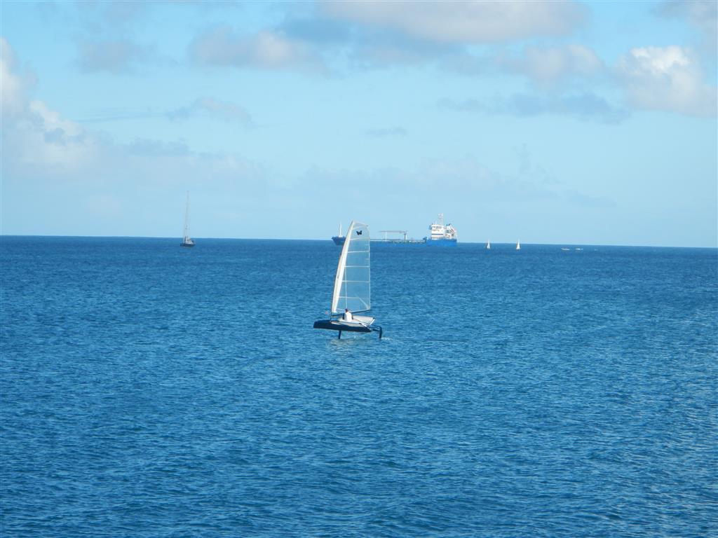Auch eine Art zu segeln, da spielt dann die Rumpfgeschwindigkeit keine Rolle mehr.