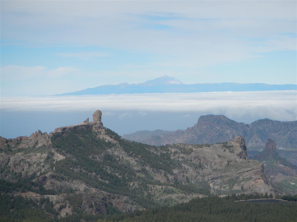 Blick auf den Roque Nublo und den Teide