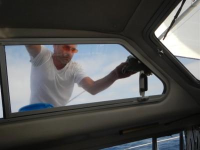 Fenster putzen unterwegs, durch das viele Salz konnte man gar nichts mehr sehen!
