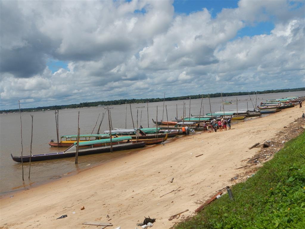 Pirogenanleger in Albina (Suriname)