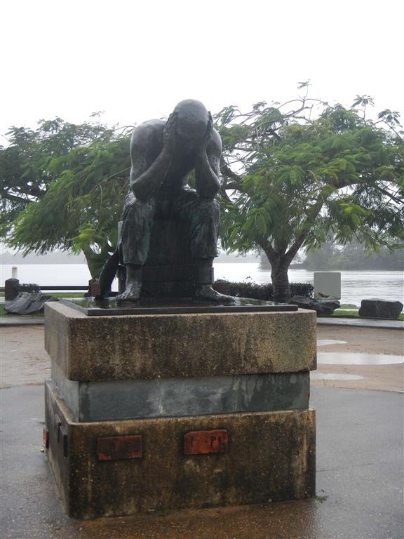 Ein Denkmal für die vielen Gefangenen, die hier im Gefängnis waren.