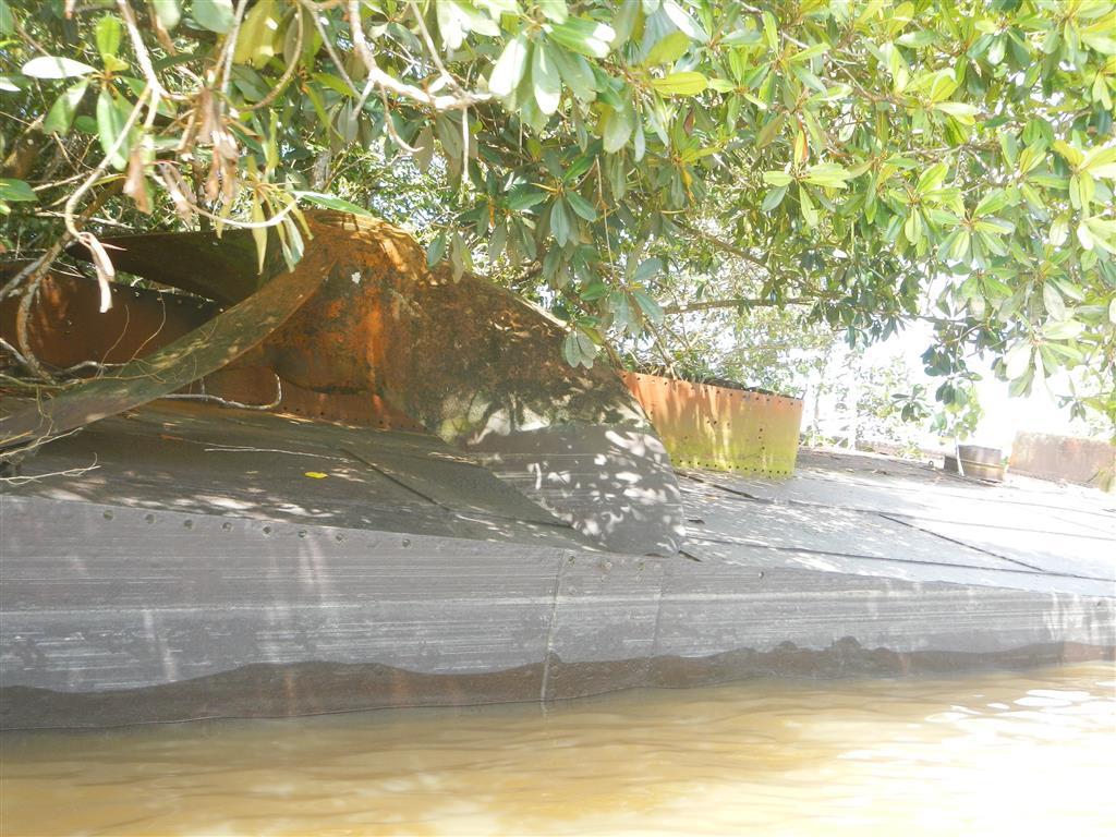 Auf dem Wrack hinter uns liegt noch eine alte Schiffsschraube