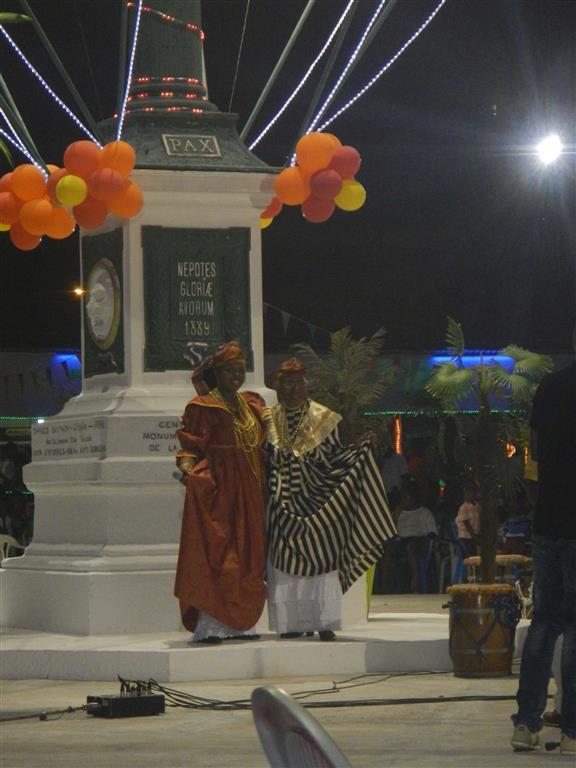 Zwei Frauen aus der kreolischen Tanzgruppe