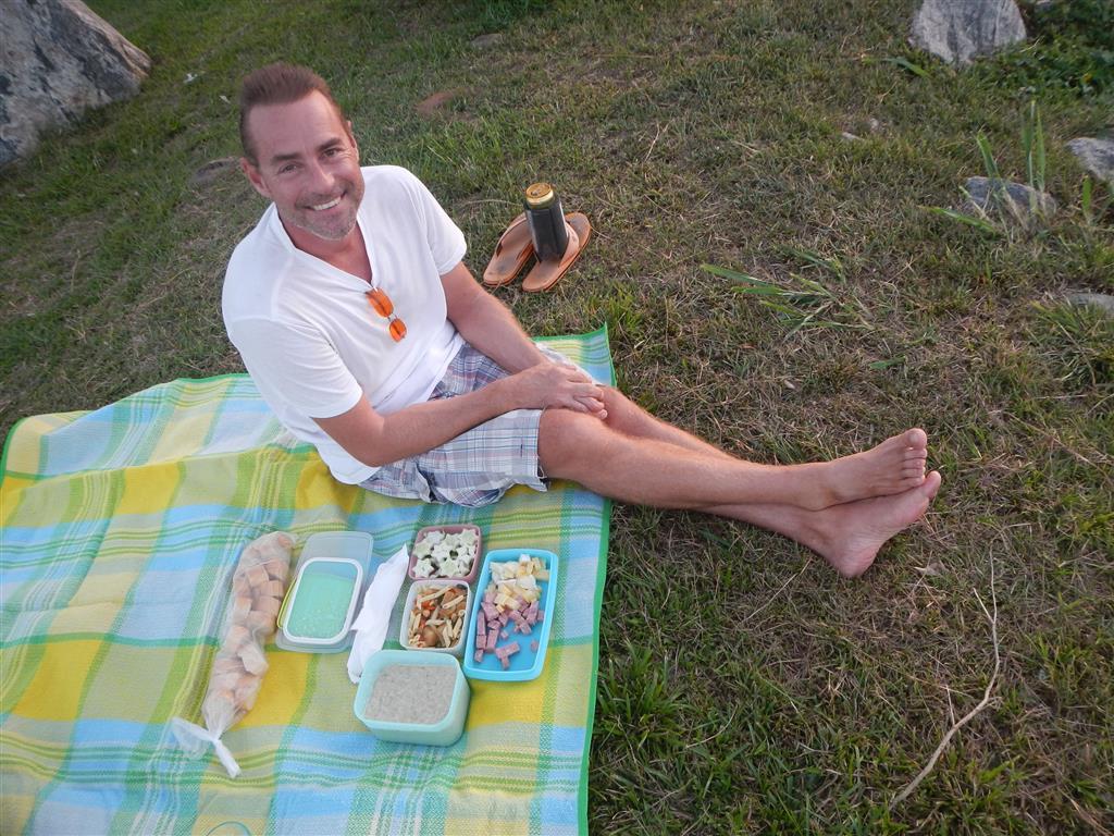 Wir machen ein Picknick am Ufer des Maroni Flusses, leider merken das auch bald die Ameisen...