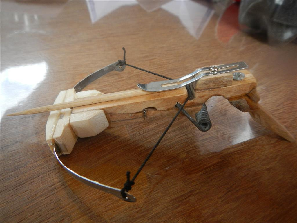 Armbrust Modell Wäscheklammer