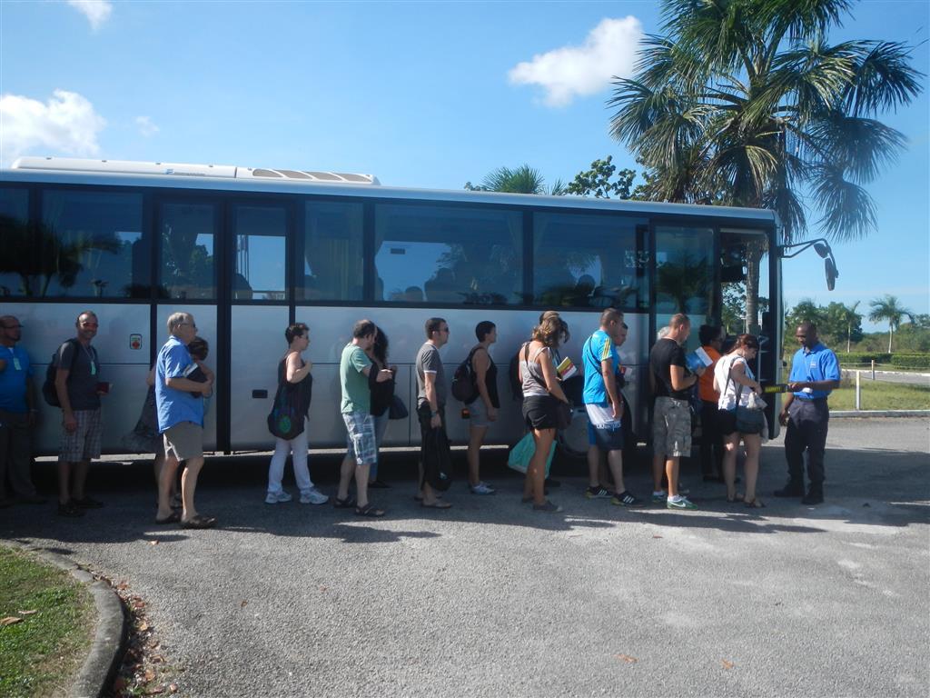 Dieser Bus bringt uns zum Raketenstart