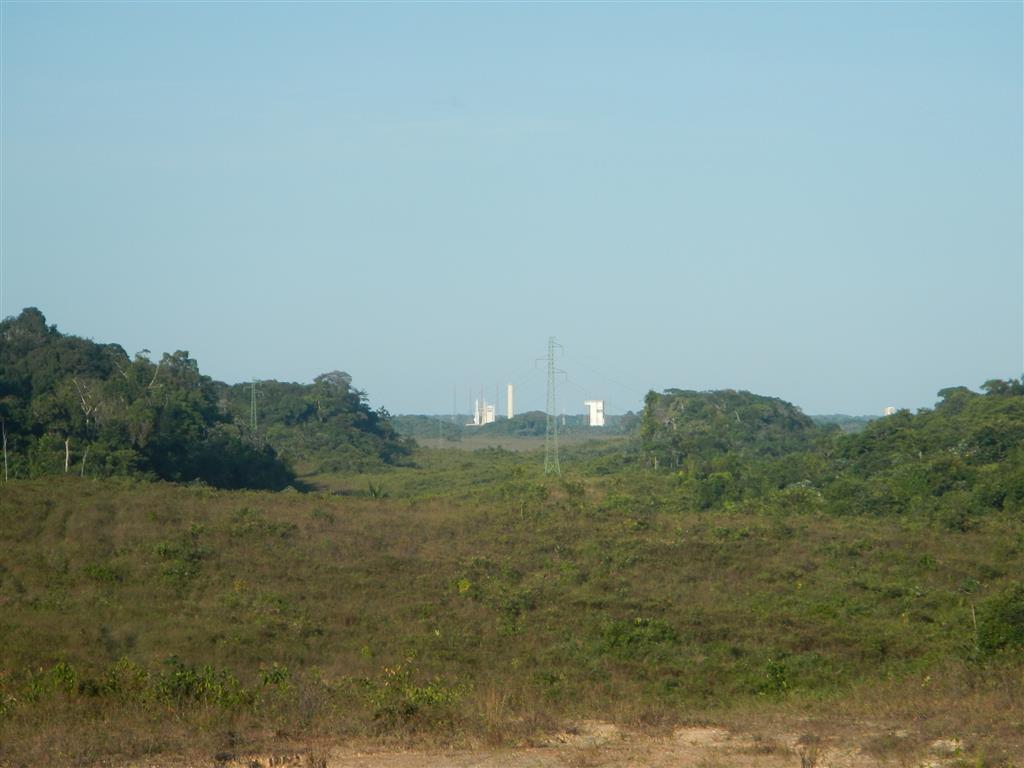 Bei Tageslicht kann man etwas mehr sehen. Die Rakete ist ca. 7,5 km von uns entfernt.