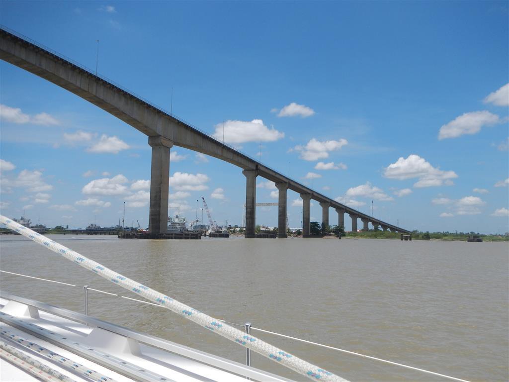 Brücke kurz nach Paramaribo, ab hier sind es immer noch ca. 8 sm nach Domburg