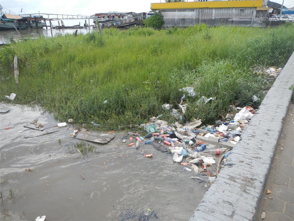 Leider ist es an vielen Ecken in Paramaribo sehr dreckig.