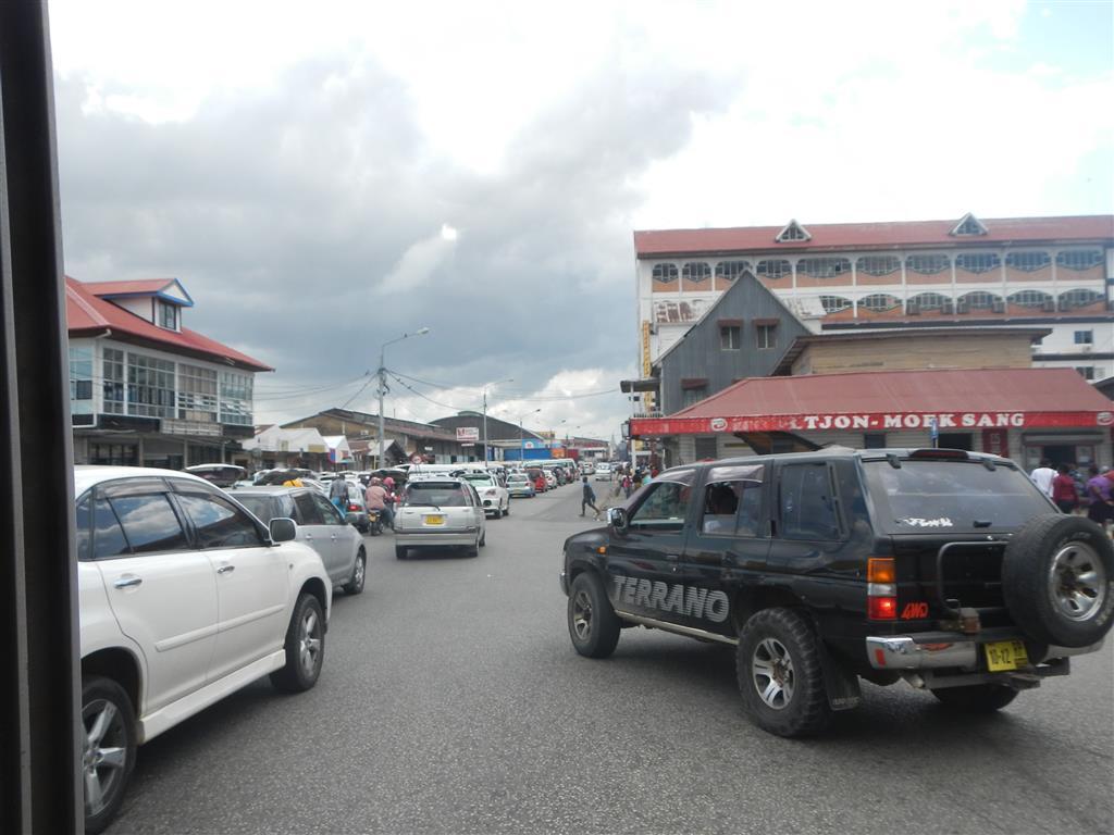 In Paramaribo herrscht ganz schön viel Verkehr.