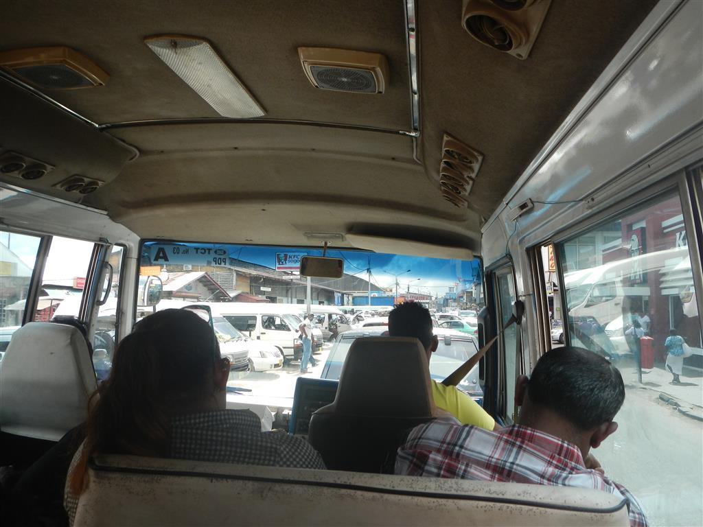 Im Bus nach Paramaribo