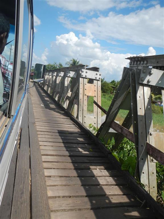 Auf dem Weg nach Paramaribo. Diese Brücke war etwas abenteuerlich